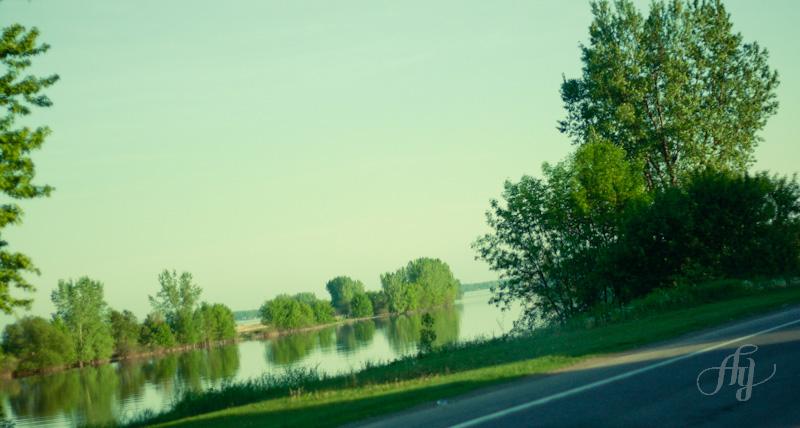 Contraste sur la route entre Trois-Rivières et Montréal