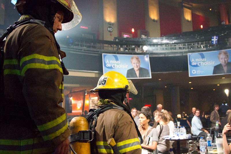 Attentat au Métropolis :: Les pompiers inspectent les lieux