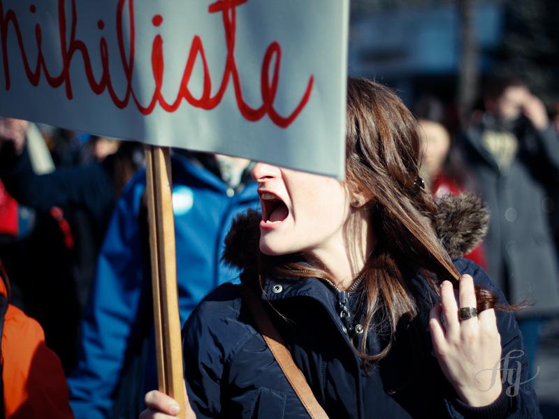 Une manifestante exprimant sa colère face à la hausse des frais de scolarité