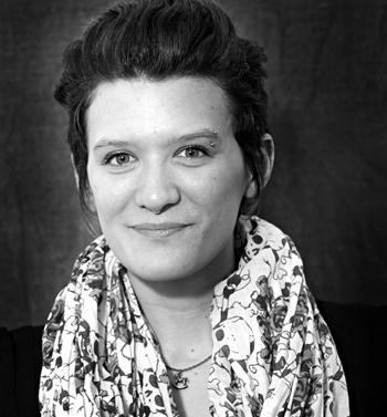 """Portrait de Maïa Wallis, Directrice Artistique du projet sur les métiers de la couture """"Le fil d'Ariane"""". PHOTO: Anne Gauthier"""